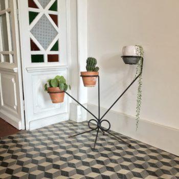 Porte plantes en métal vintage tripode
