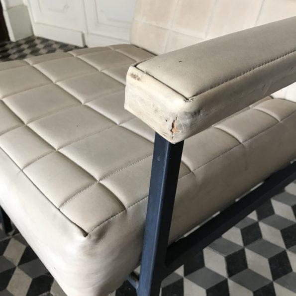 Fauteuil chauffeuse vintage en skaï