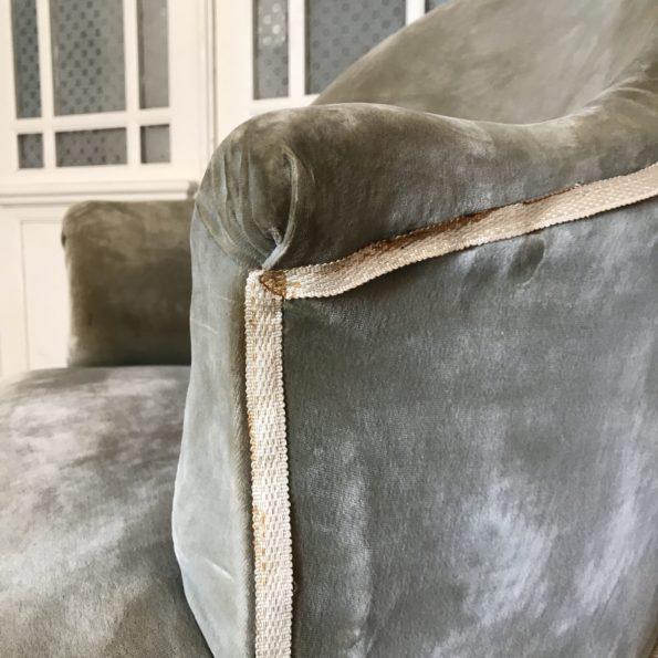 Fauteuil crapaud gris vert vintage à franges