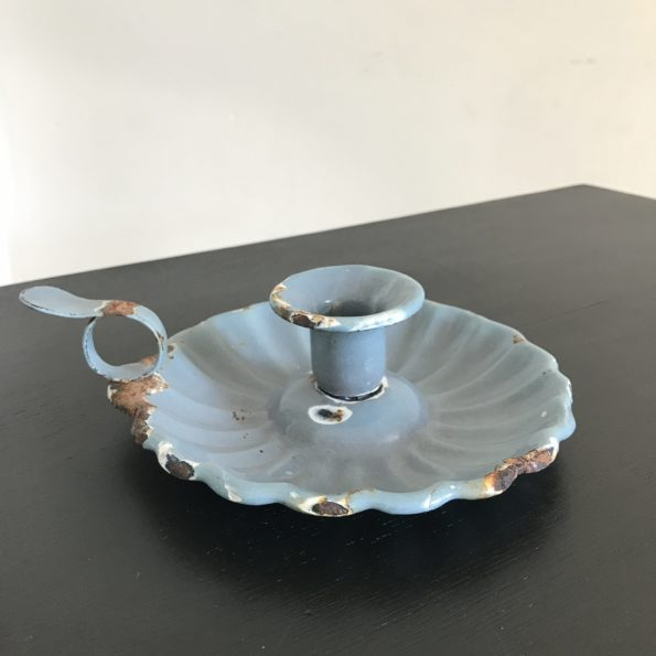 Bougeoir en métal émaillé bleu gris