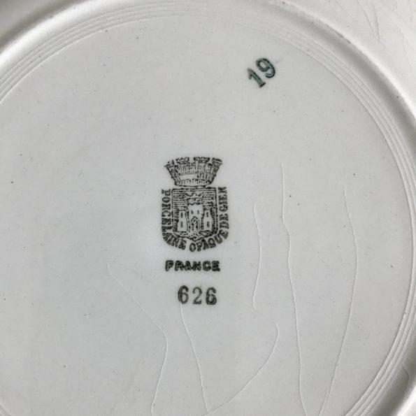 assiettes anciennes en porcelaine opaque de Gien