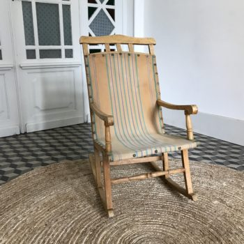 Rocking chair enfant en bois et tissu