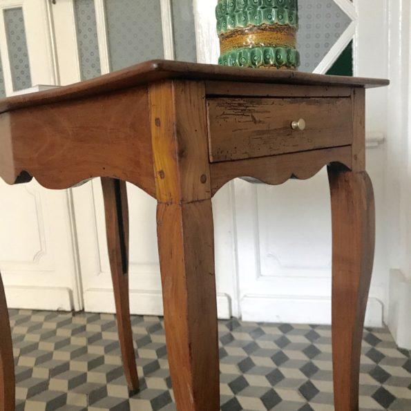 Table d'appoint en bois style Louis XV merisier pieds de biche