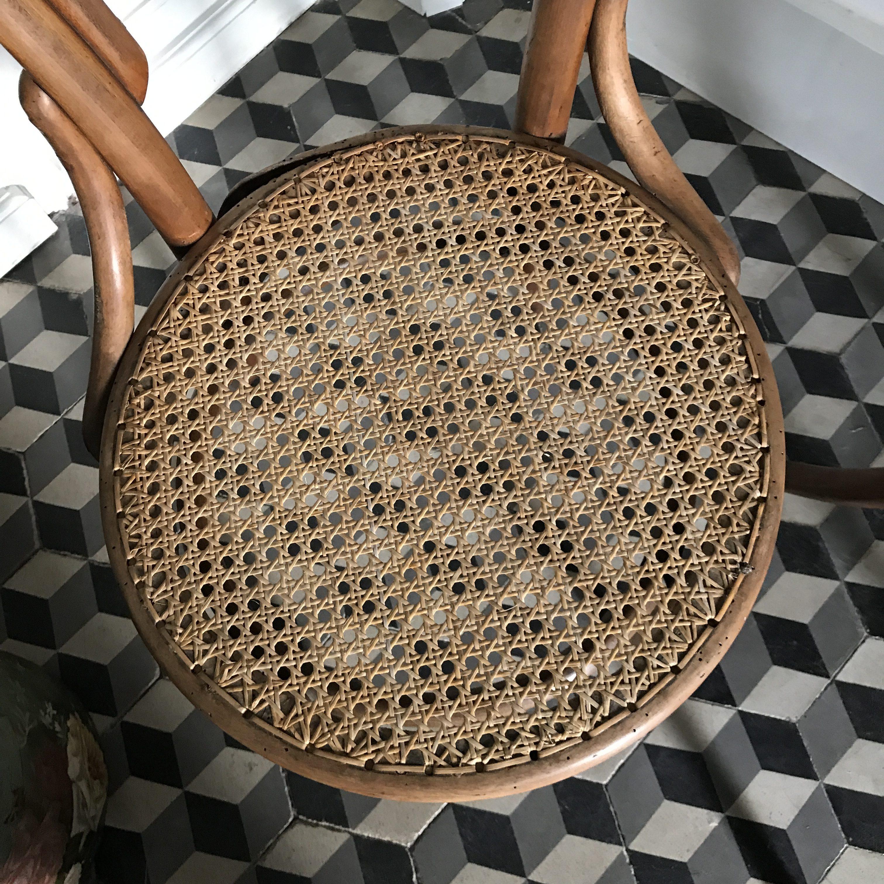 Chaises bistrot en bois et cannage