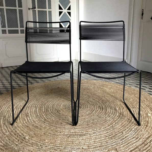 Chaise scoubidou noir piétement métal