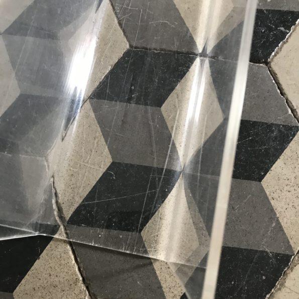 Porte revue en plexiglas