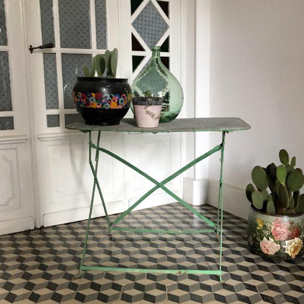 Table d'appoint en métal vert jardin en métal vert vintage