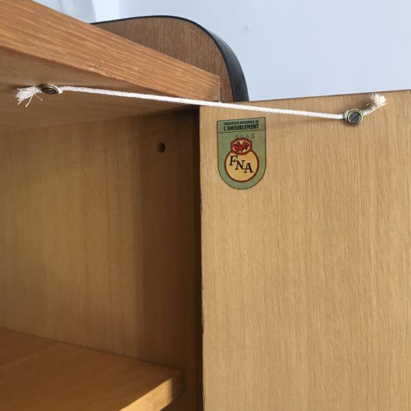 Meuble de rangement vintage pieds compas profil aileron design