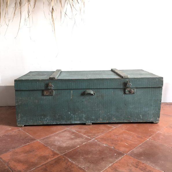 Ancienne malle en bois patine vert bleu