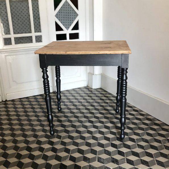 Table d'appoint en bois et noir