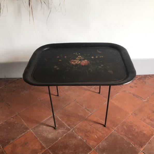 Table plateau en métal ancienne noir floral