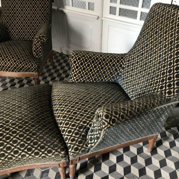 Fauteuils anglais et repose pieds vintage en velours damassé