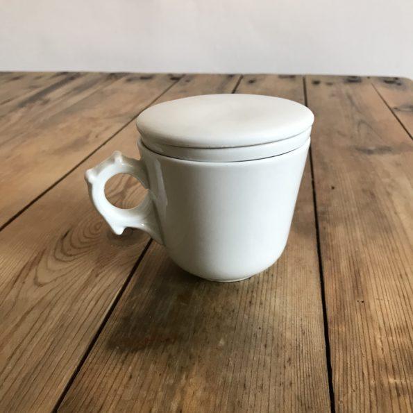 Tasse à thé ancienne porcelaine blanc