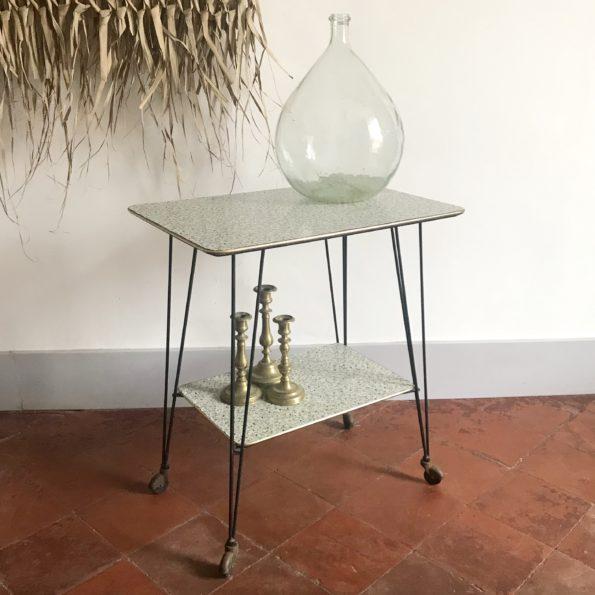 Table d'appoint vintage à roulettes terrazzo pieds eiffel