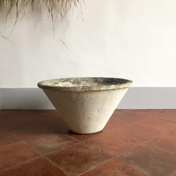 Vasque ou jardinière conique Willy Guhl en béton années 50 vintage