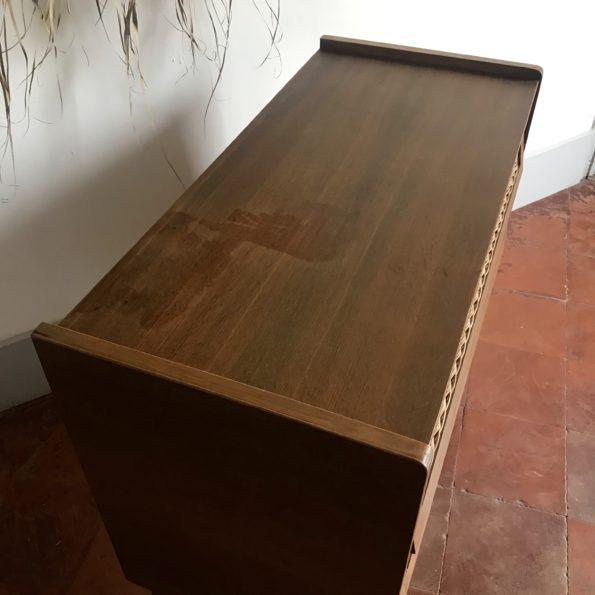 Commode bois et rotin vintage croisillons pieds compas tiroirs ailettes