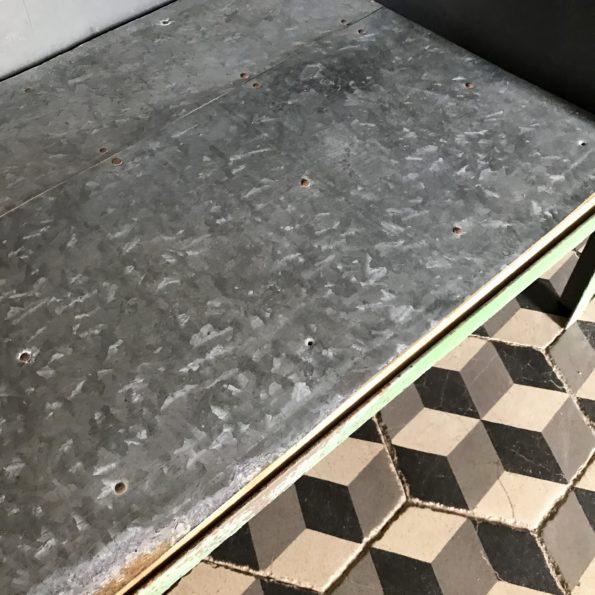 Armoire en métal patine vert vintage atelier industriel