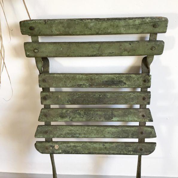 Chaise de jardin pliante en bois et métal avec patine vert