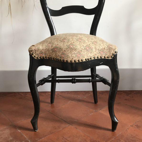 Chaises bois noir et tissu floral