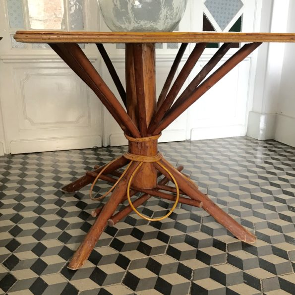 Table vintage en bambou et rotin