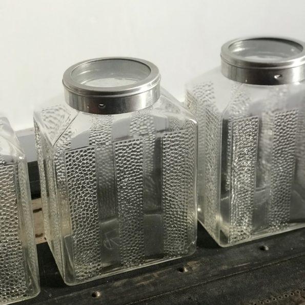 Série de 3 pots anciens en verre transparent avec couvercle en verre cerclé de métal argenté