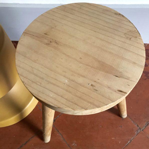 Tabouret en bois tripode