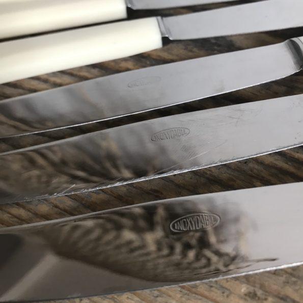 Couteaux manche bakélite couleur crème lame acier inoxydable vintage ancien