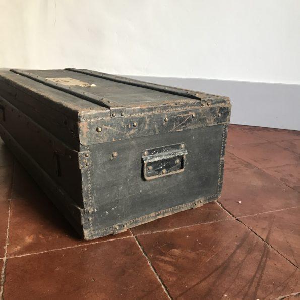 Valise vintage noir avec pochette intérieure en carton