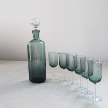 Carafe et ses 6 verres à pied en verre fumé