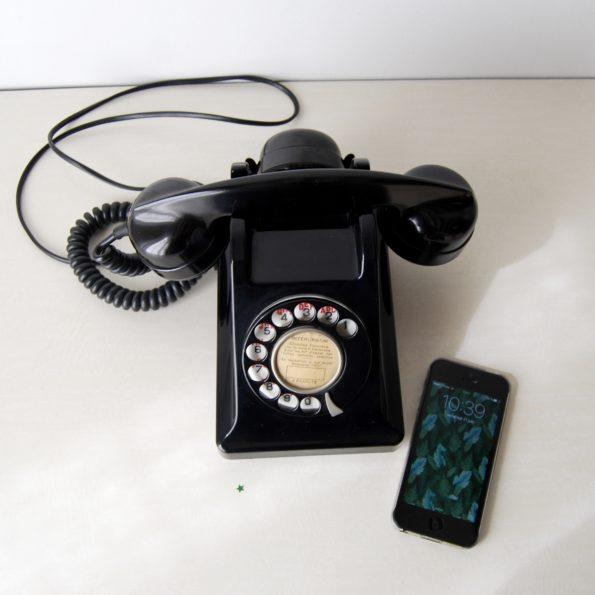 Ancien téléphone noir Bakélite