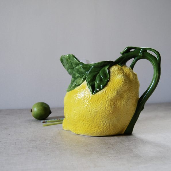 Pichet en barbotine forme citron