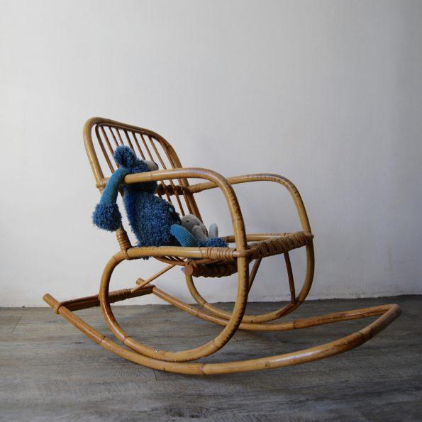 Rocking chair enfant vintage en rotin