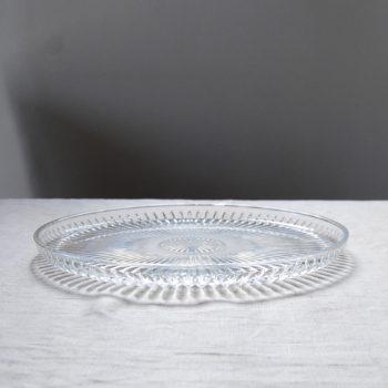 Plat en verre moulé