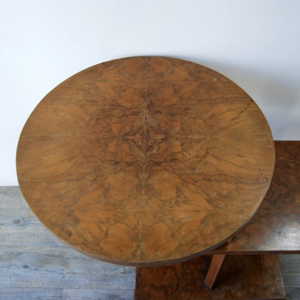 Guéridon asymétrique en bois
