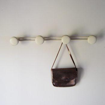 Porte manteaux 4 patères en métal crème