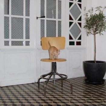 Chaise industrielle de métier en métal et bois