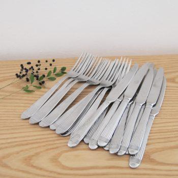 Couverts en métal argenté fourchettes et couteaux