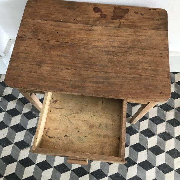 Bureau enfant vintage en bois ancien Stella