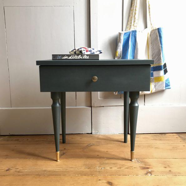 Table de chevet en bois bleu métal relooké peint peintures libéron