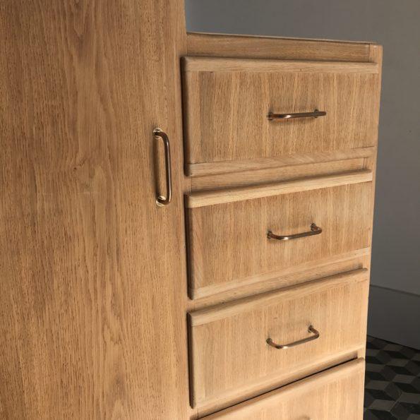Armoire asymétrique vintage en bois