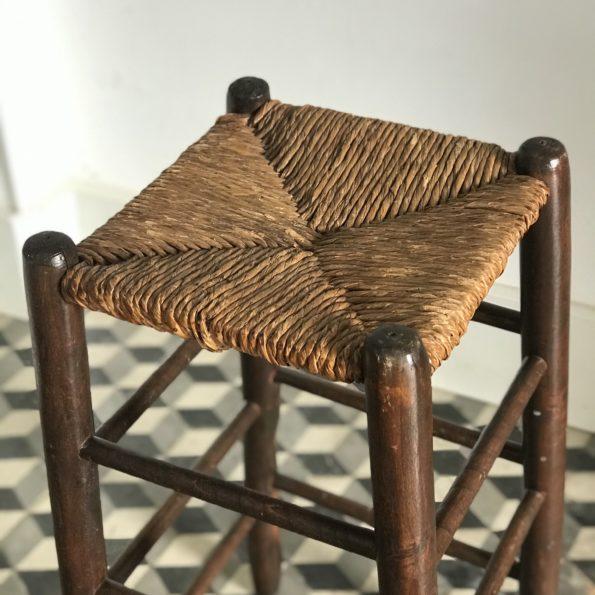 Tabouret haut de bar en bois et paille vintage