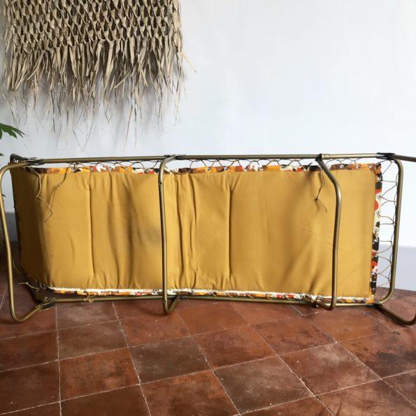 Transat bain de soleil lit de camp en tissu à fleurs vitaminé vintage