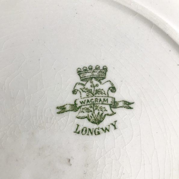 Plat rond de service écru et vert estampillé Longwy Wagram