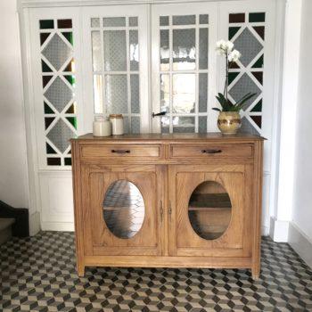 Meuble buffet ancien en bois à double vantaux vitrés en médaillons et 2 tiroirs vintage