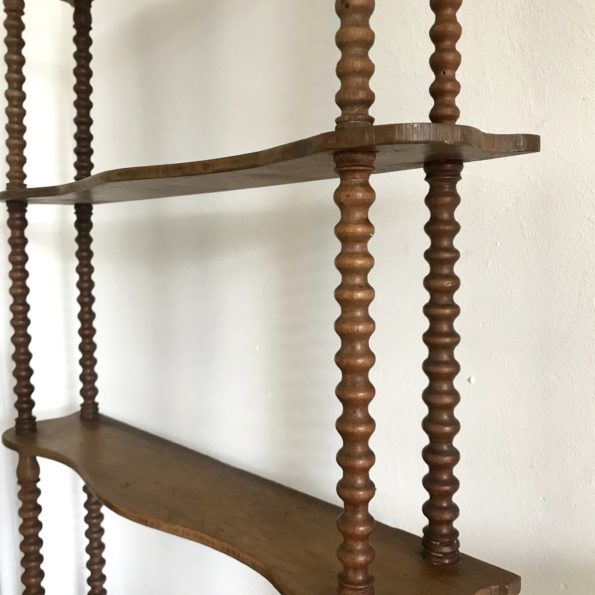 Etagère en bois 4 niveaux avec montants en bois tourné