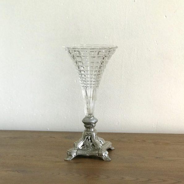 Vase cornet déposé en cristal et pied en argent