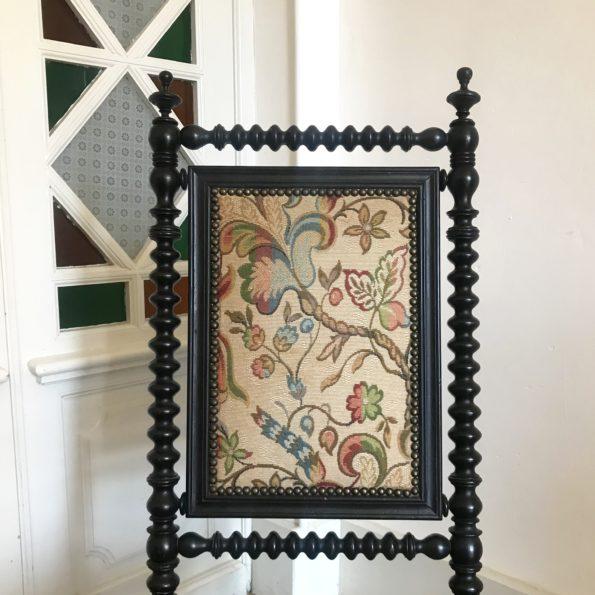 Chaise de nourrice ancienne en bois tourné noir Napoléon III tapisserie fleurie